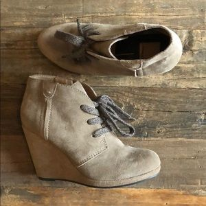 Dolce Vita Tan Suede Wedge Booties